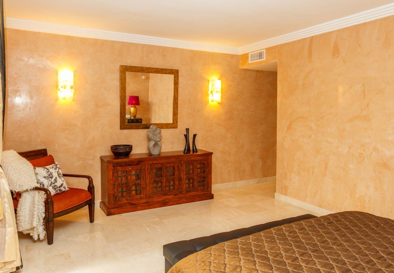 Apartment in Marbella - Albatros Hill Marbella - Exclusive 3 bed / 3 bath apartment