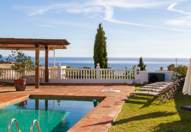 Villa/Dettached house in Benalmadena - Villa Diann - Large 5 bedroom Private Pool Villa with sea view