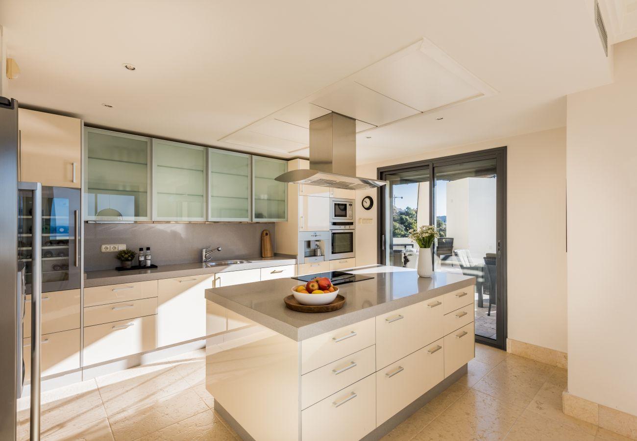 Apartment in Marbella - Los Monteros Hill Club, Marbella - Exclusive Luxury Duplex Penthouse